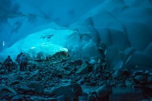 hang động băng huyền bí và đẹp lung linh