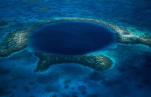 Hố xanh vỹ đại ở Belize: